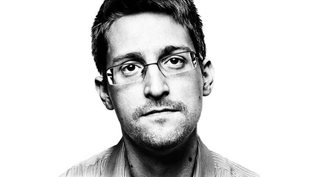 Imagem do post com o título: Permanent Record - autobiografia de Edward Snowden