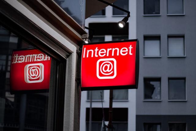 Imagem do post com o título: Um papo sobre internet feat. Yasodara Cordova - ep 4